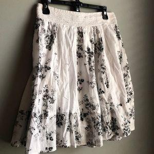Cute short summer skirt. White w black design